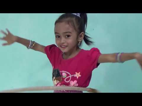 Play hula hoop by gresselda #Bermain hula hoop oleh gresselda#