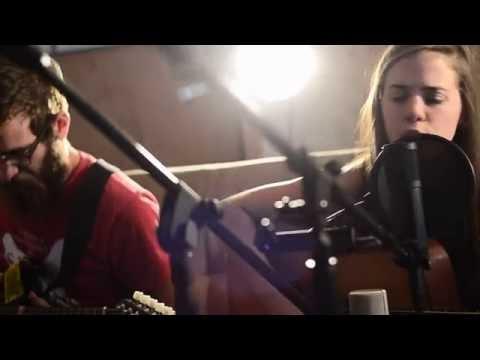 "Maria Carrelli & Joe Macheret -""Back Again"" Cozy Couch Session"