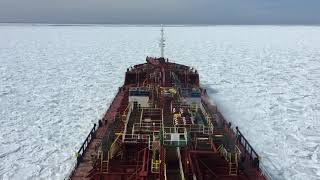 Baixar Ship moving through ice (Frozen Sea) in North Atlantic ocean