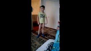 дети играют,радуются детству домашнее видео