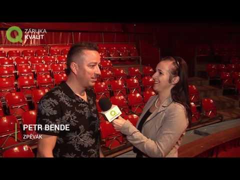 Petr Bende zazpíval v cirkusovém šapitó Národního divadla Brno