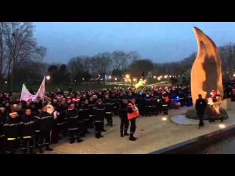 Manifestation des pompiers devant la préfecture du Val-d'Oise