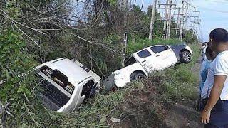 Repeat youtube video กูบอกมึงแล้ว วินาทีสุดท้ายก่อนรถเกิดอุบัติเหตุ กระบะแข่งกันหักหลบรถพ่วงลงข้างทาง 07/09/57 HD