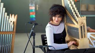 Ja falla (Corina Marti & Fiona Kizzie Lee, portative organs)