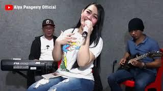 Download lagu SERIGALA BERBULU DOMBA (RITA SUGIARTO) -COVER LIVE ALYA PANGESTY