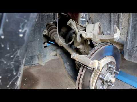 Nissan Qashqai 2,0  Ниссан Кашкай 2012 года Замена передних тормозных колодок