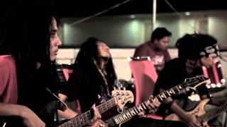 MOMONON - TOLONG TUHAN (Official Music Video)
