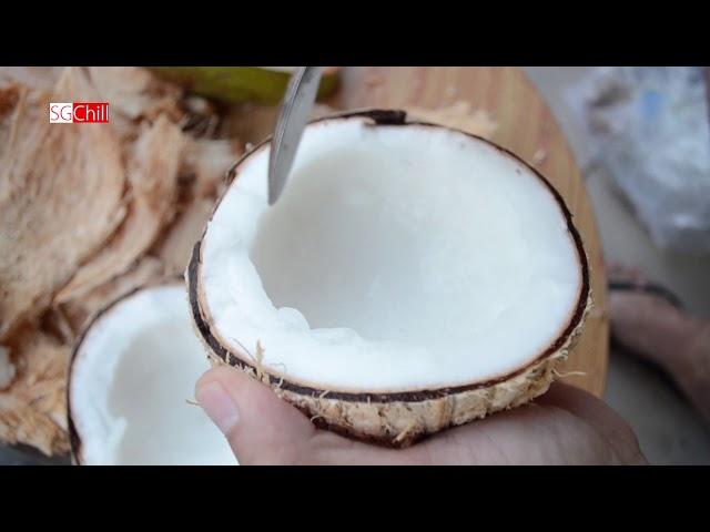 Bên trong trái dừa sáp Cầu Kè giá 170k và món dừa dầm với sữa ông Thọ