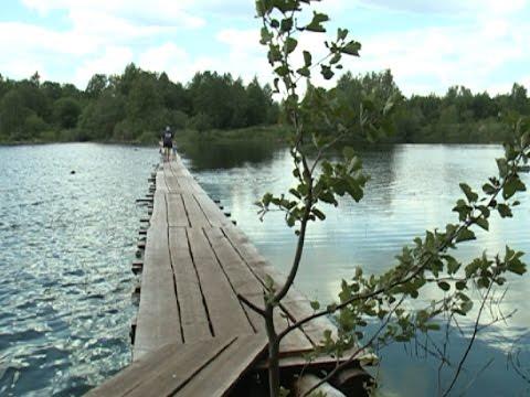 Жители посёлка не стали ждать помощи от администрации и своими руками построили мост