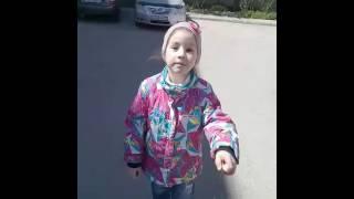 Небольшой видеоурок, как научиться кататься на роликах😄