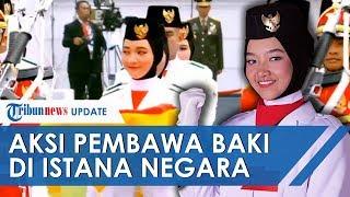 Penampilan Salma El Mutafaqqiha Paskibraka Pembawa Baki Bendera Pusaka HUT RI di Istana Negara