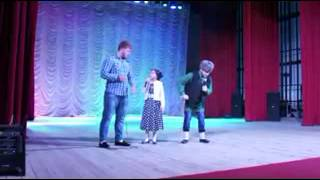Очень смешной чеченский спектакль.