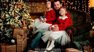 The video shows a family photo shoot with beautiful holiday decorations - professional photos ideas.