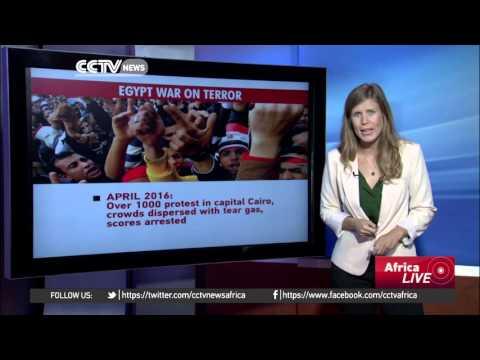 Egyptians condemn arrest of journalists