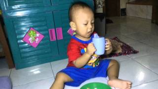 Anak Usia 20 bulan pandai makan,minum,buang sampah sendiri