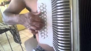 Como tocar aguita de melon en acordeon