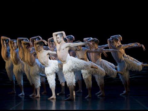 マシュー・ボーンの手掛けた舞台を楽しめる!映画『マシュー・ボーンの「白鳥の湖」3D』予告編