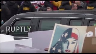 USA  Protesters line the route as Trump heads to the White House