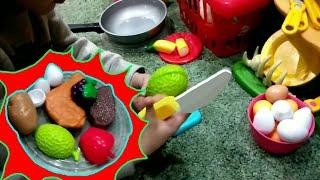 Детская кухня, готовка блюда! Играем в посудку:D