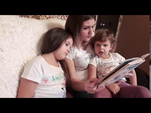 Изображение предпросмотра прочтения – АнгелинаФинаева читает произведение «Алиса в стране Чудес» Л.Кэррола