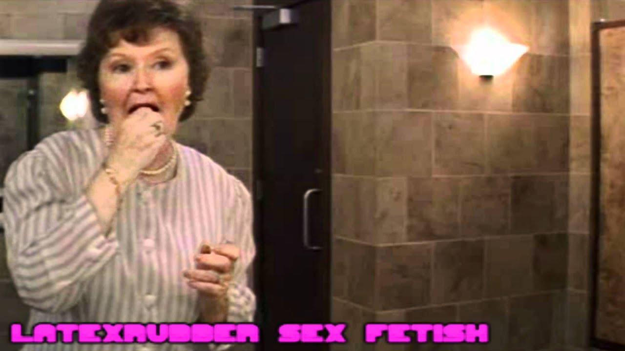 Mrs Doubtfire Changing Hd Youtube