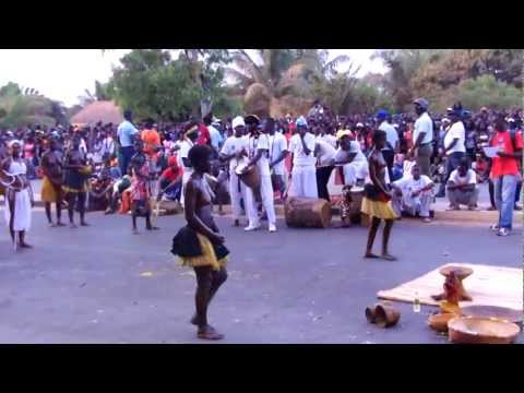 Carnaval 2012 Guine-Bissau.flv