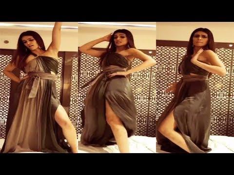 Kriti Sanon 1080P Hot And Dancing In Slit Dress thumbnail
