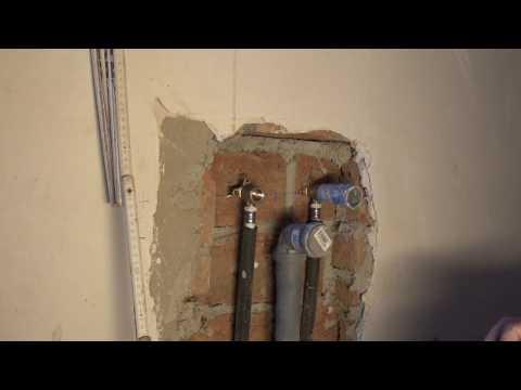 wasseranschluss,-abwasserrohr-für-spüle-oder-waschbecken-mit-installieren