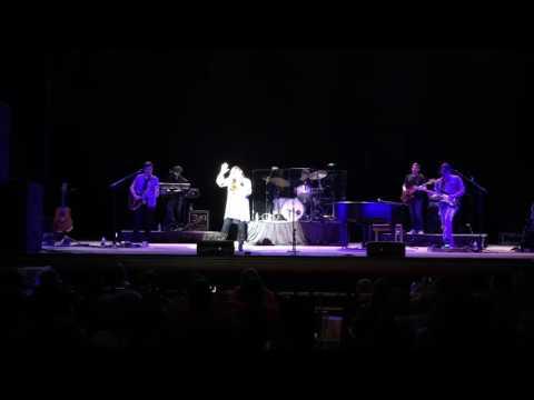 Jo Dee Messina Sings