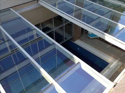 erb r yapi piscine toiture coulissante toit en verre toit ouvrant en verre motoris youtube. Black Bedroom Furniture Sets. Home Design Ideas