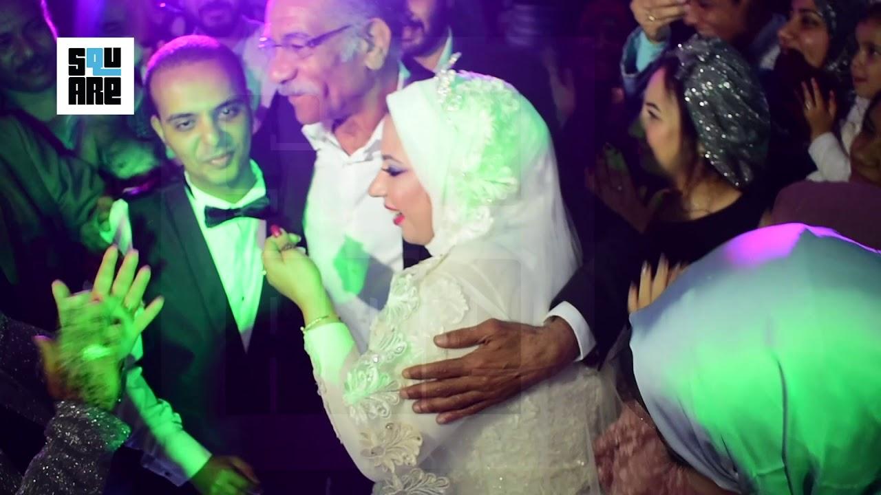 لحظة دخول الفنان سيد رجب و إستجابته لدعوة عروسة لحضور فرحها و تسليمها لعريسها