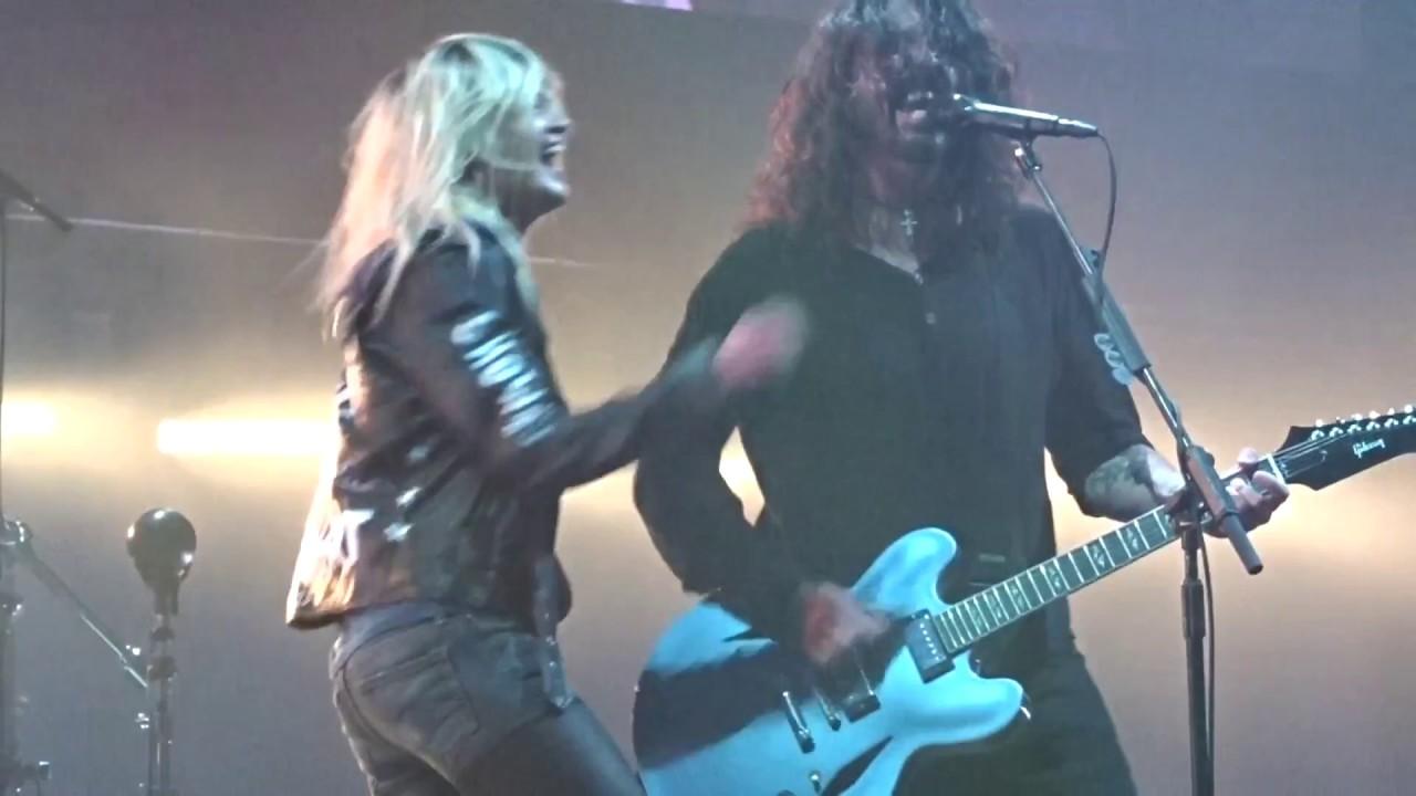 Foo Fighters La Dee Da New Album Concrete And Gold Ft Alison Mosshart Rock Werchter