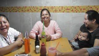 Juntas En la Mesa Ya Listas Para Comer Dentro del Mercado De Xela, Veamos El Menu!