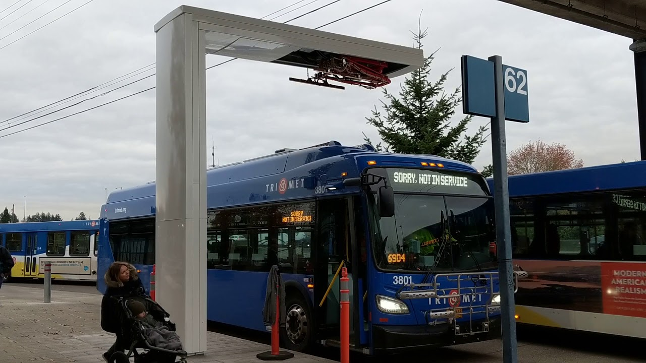 New Trimet Electric Route 62 Bus Pulls In Charger Drops