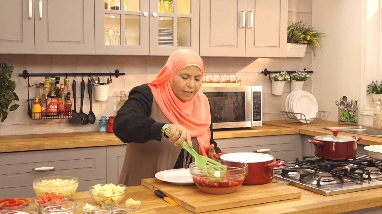 طاجن عكاوي و مربي الفراولة مع ابله منال في الأكل البيتى (الجزء الاول)
