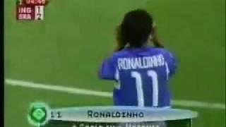 Gol de Ronaldinho em 2002 (Brasil 2 x 1 Inglaterra)