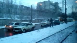 перевернутая маршрутка в Зп..(очередная перевернутая маршрутка в Зп..на этот раз на кичкасе по ул.Тельмана вдоль трамвая...на тот момент..., 2012-03-15T19:09:35.000Z)
