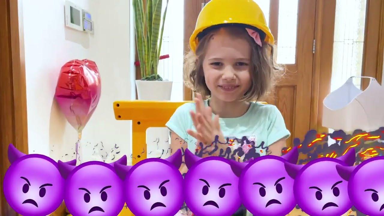 Катя хочет играть в настоящем домике из кубиков Майнкрафт