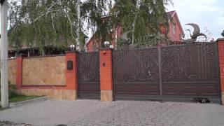 Собака гавкает за забором на территории с.т. Крутой Лог (Курск)