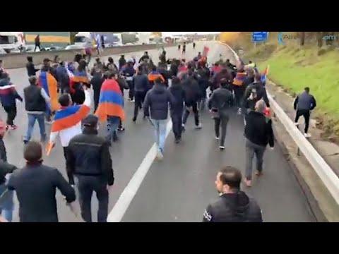 Состояние армянского митингующего, получившего удар молотком во время драки во Франции, тяжелое