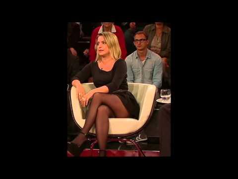 Jeanette Biedermann zeigt Beine (sexy nylon legs) - zu Gast bei Markus Lanz (HD)