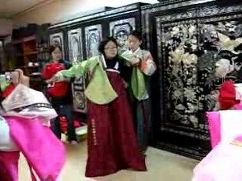 3233907ec How to Put on a Hanbok - YouTube