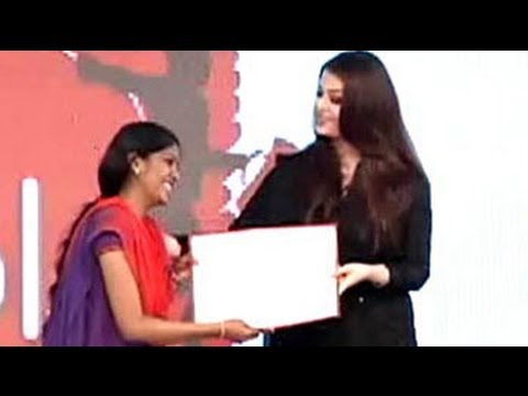 Aishwarya, Sachin Award Young Achievers At NDTV Telethon