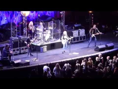"""Chrissie Hynde & The Pretenders """" My City was Gone"""". MSG, NYC 12.01.16"""