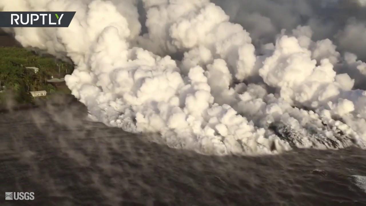 Gigantescas Nubes De Vapor Se Elevan En Hawai Luego De Que La Lava Se Derramase En El Oceano