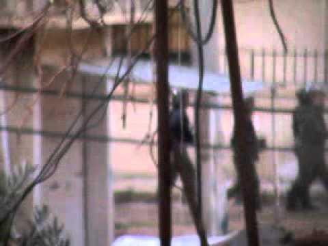 درعا حي السبيل ملاحقة قوات الامن و سيارة المياة الساخنة للمتظاهرين جمعة دعم الجيش الحر 2012 01 13