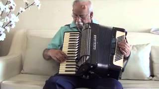 SHESHADRI SINGS  AI DIL KAHAN TERI THROUGH HIS ACCORDION