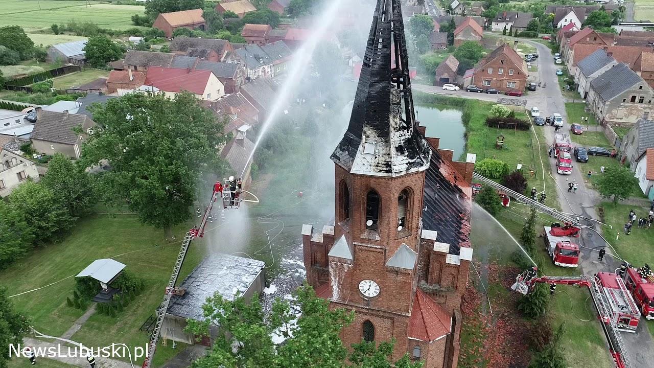 Pożar kościoła w Lutolu Suchym. Film z drona