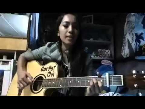 Cewek Cantik maen gitar Kanggo Riko suara merdu