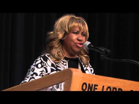 Aretha Franklin Sing At The Funeral Service For Emanuel Steward, Jr.